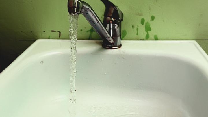 «Ржавая и вонючая»: «Водный союз» оштрафован за плохую воду в Кургане