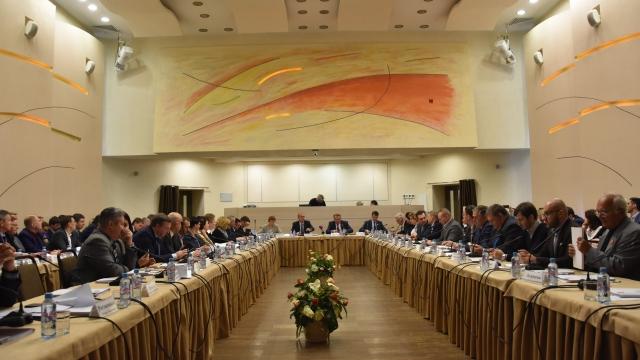 На строительство дорог, школ и бассейнов: в гордуме обсудили проект бюджета на 2020–2023 годы