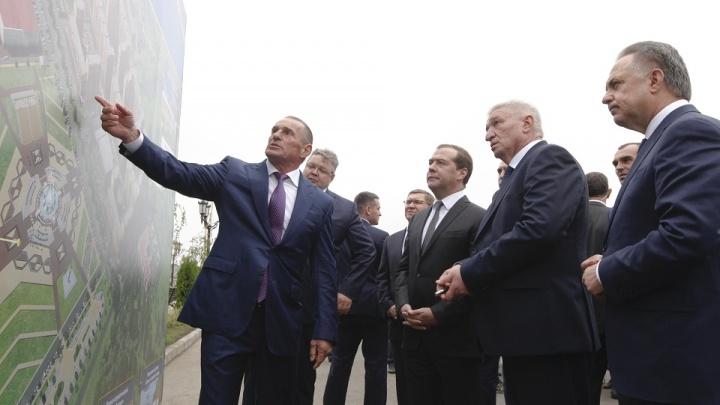 В Ставрополе Дмитрий Медведев посетил ЖК «Российский» и школу на 1550 мест в ЖК «Солнечный круг»