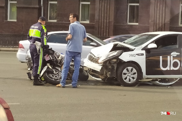 Авария произошла в районе площади Революции