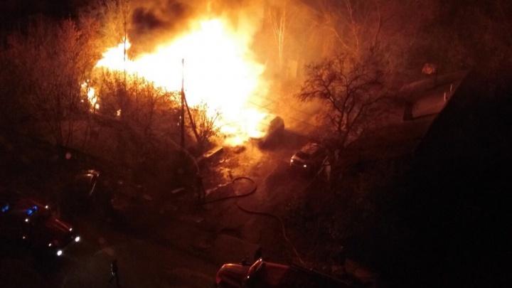 Во время ночного пожара в частном доме на улице Восстания пострадал один человек