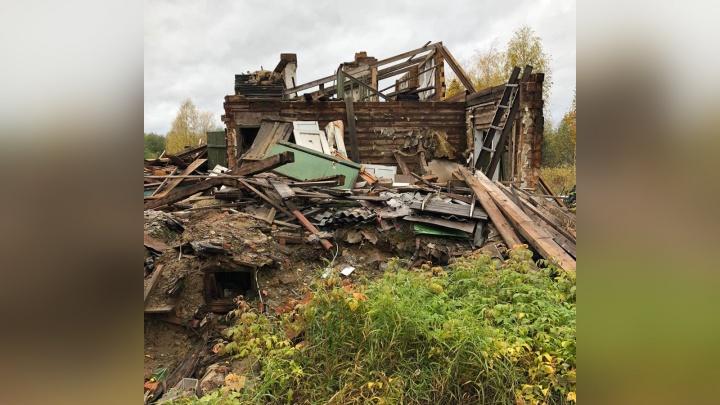 «Жить было негде»: в Яренске женщина погибла при обрушении аварийки, ставшей ей временным домом