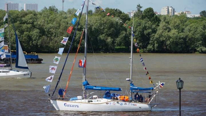 Яхта «Сибирь» отправляется в кругосветку: онлайн-трансляция о проводах путешественников в Омске