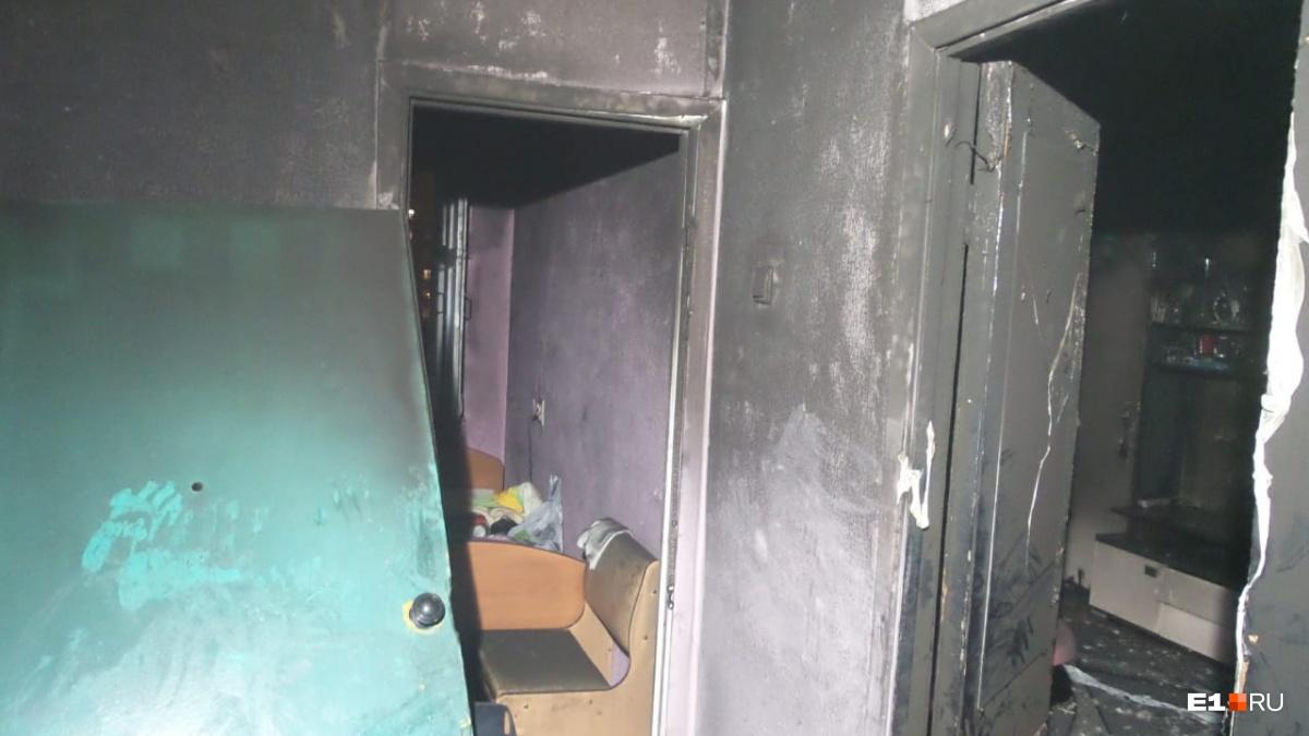 Мужчина сам устроил пожар в трёхкомнатной квартире