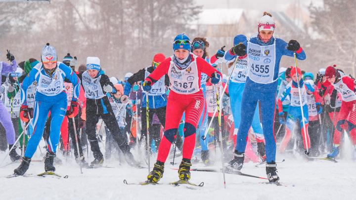 Снег и эмоции: фоторепортаж с «Лыжни России 2020» в Перми — на неё вышли 11 тысяч человек