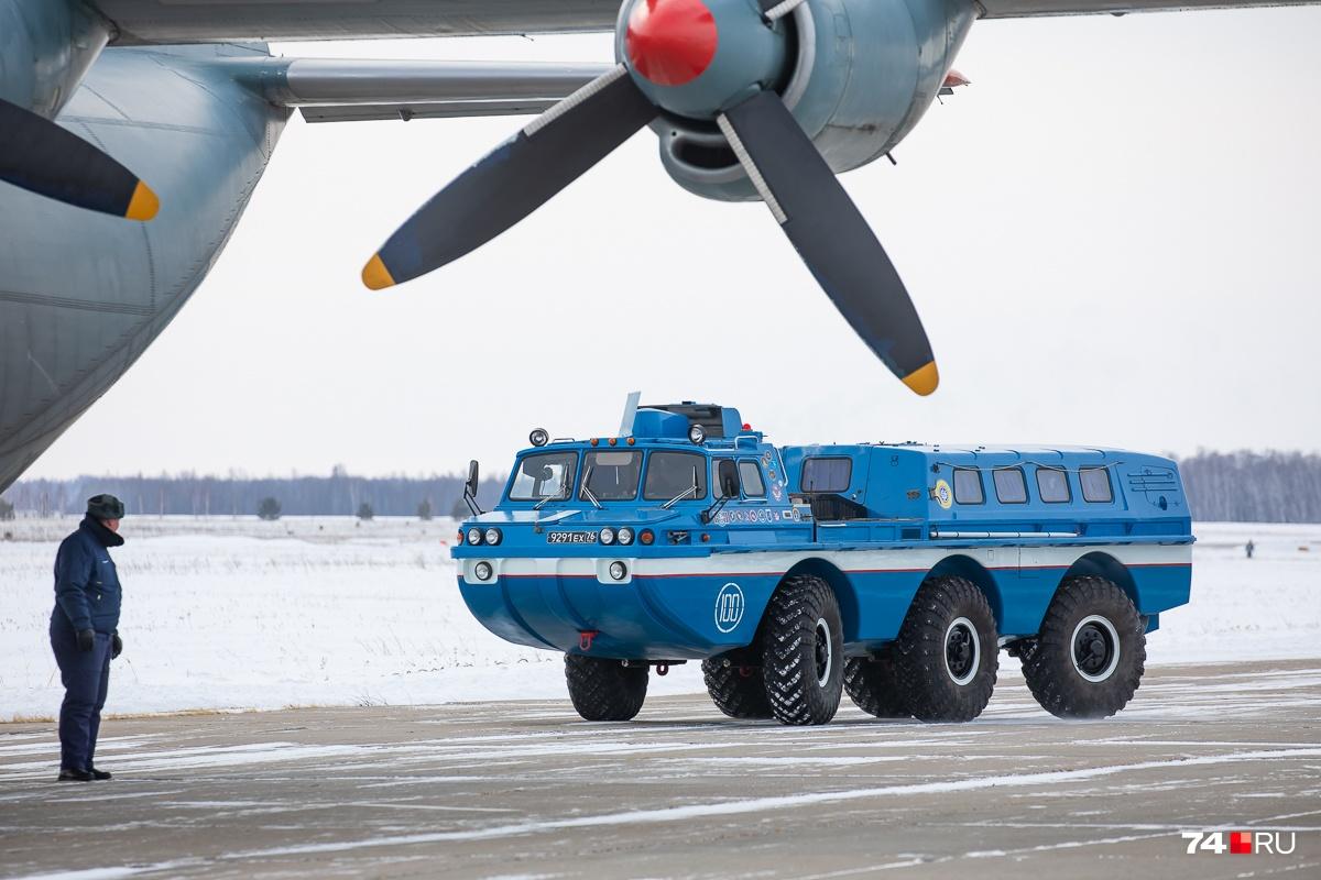 ПЭМ-1 отличает пассажирский салон, а ПЭМ-2 — платформа для перевозки грузов