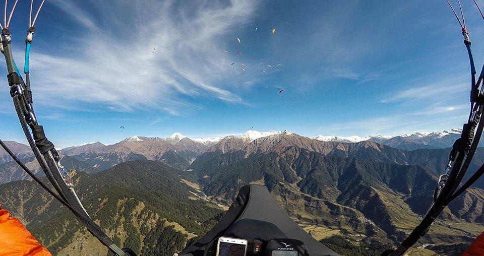 Фоторепортаж из-под облаков: уральцы полетали на парапланах в Гималаях и сделали классные кадры