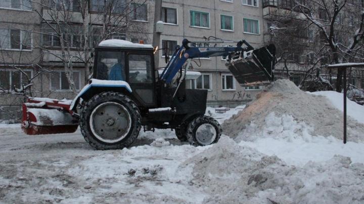 Спросят с управляющих компаний: в каких дворах Архангельска можно утонуть в снегу