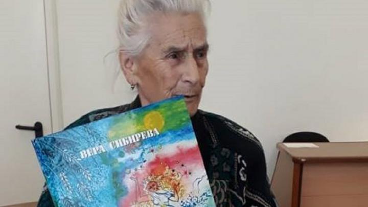 Бабушка-сказочница с Вторчермета издала книгу в память об умершей от рака дочери