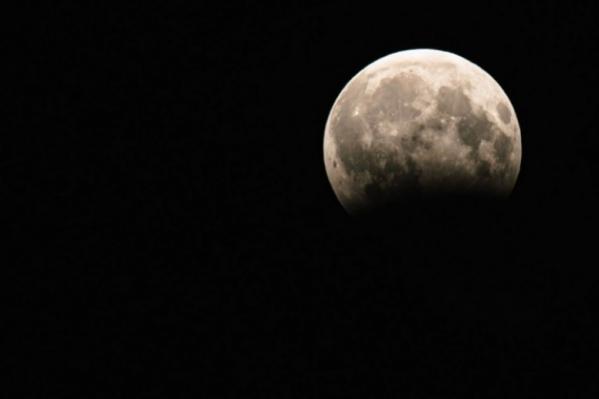 Первое суперлуние этого года было 21 января. Тогда оно совпало с полным затмением Луны