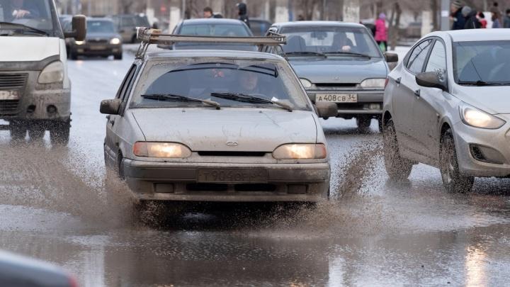 Волгоградские дороги снова превратились в болота: разбираемся в причинах вместе с горожанами