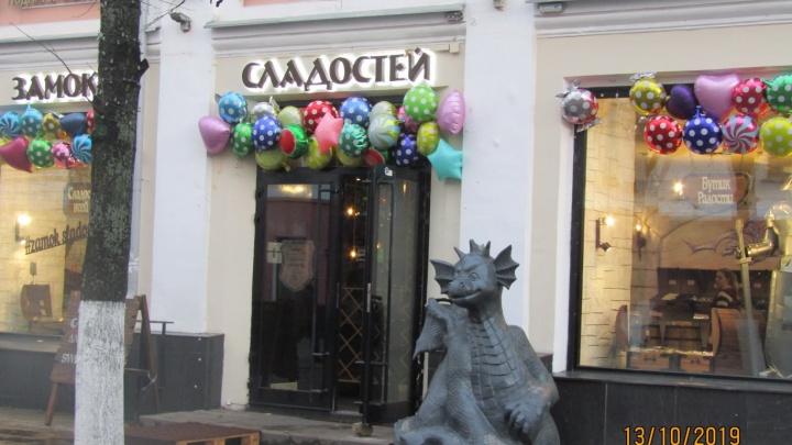 «Почто безвкусицу прививать?»: градозащитники раскритиковали дракона на улице Кирова в Ярославле