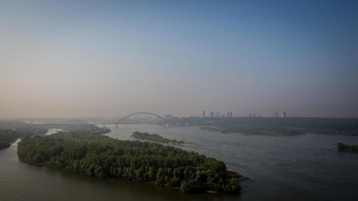 Молочные берега: фотограф НГС снял потрясающее видео густого тумана над Новосибирском
