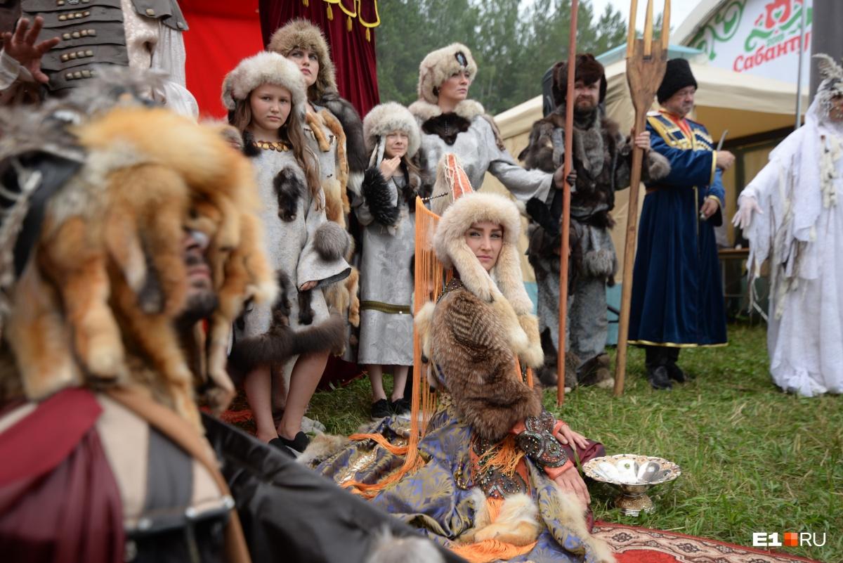 Участники из Первоуральска нарядились в шкуры