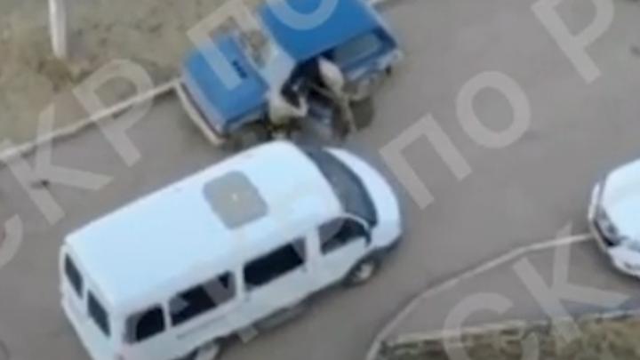 Следком Башкирии опубликовал видео, как в Уфезадерживалигруппировку, которая похитила человека