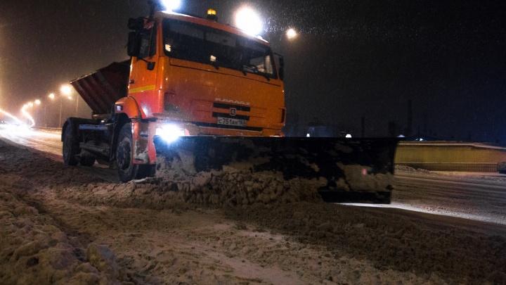 Все на борьбу со снегом: в Самаре продлили время работы коммунальных служб