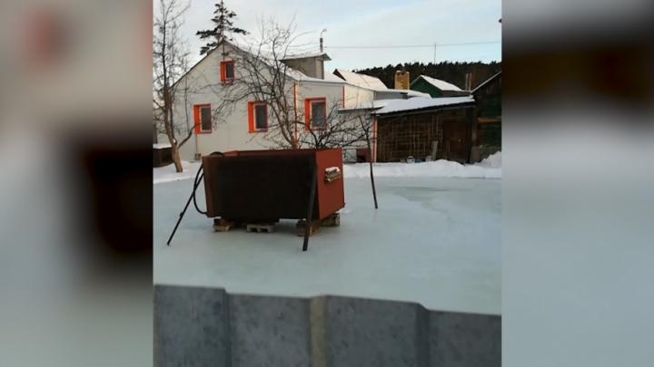 Не Каштак, а каток: из-за аварии на водопроводе дома челябинцев ушли под лёд