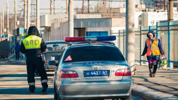 В Ростове разыскивают водителя серебристой легковушки, сбившего женщину и бросившего ее на дороге