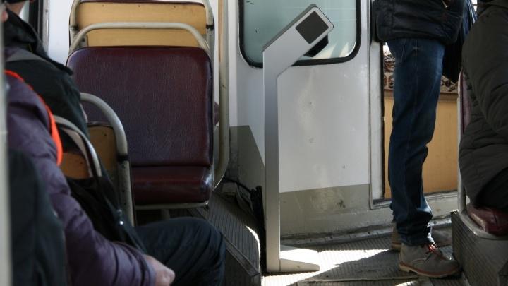 Ноу-хау в советском антураже: в самарских троллейбусах начали устанавливать турникеты
