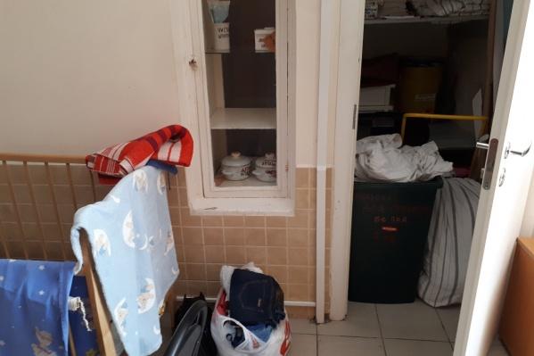 Соседство с баком для грязного белья шокировало молодых мам
