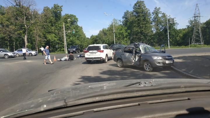 Оставил вмятину в «Гранте»: в Самаре мотоциклист погиб после ДТП с легковушкой