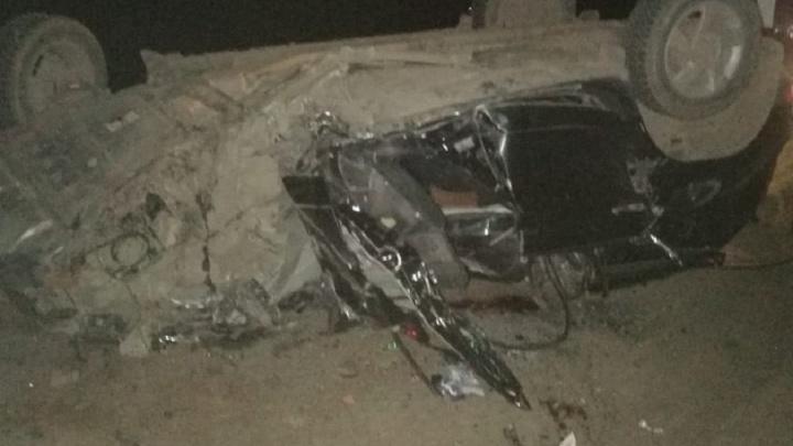 Супруга погибла, сам — в больнице: под Волгоградом иномарка врезалась в сломавшийся грузовик