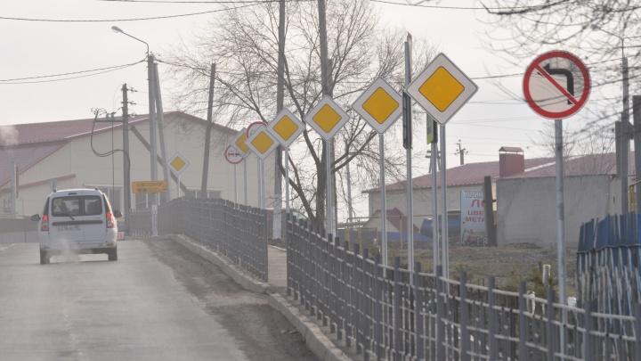 В Похвистнево появилась аллея из знаков «Главная дорога»