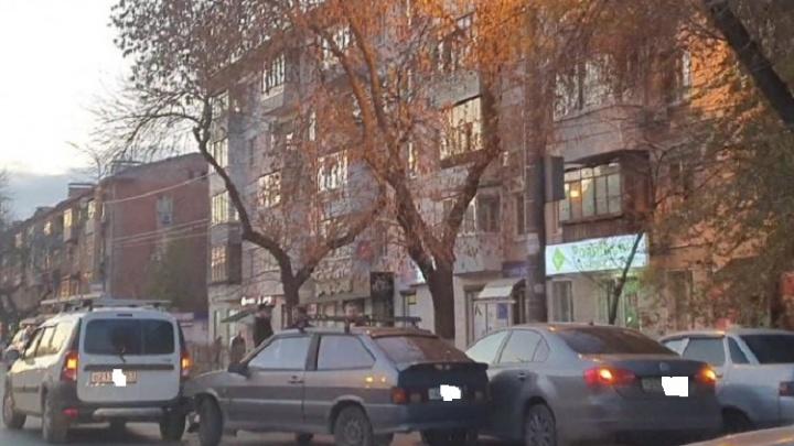 В Самаре на улице Гагарина три машины заблокировали движение в час пик