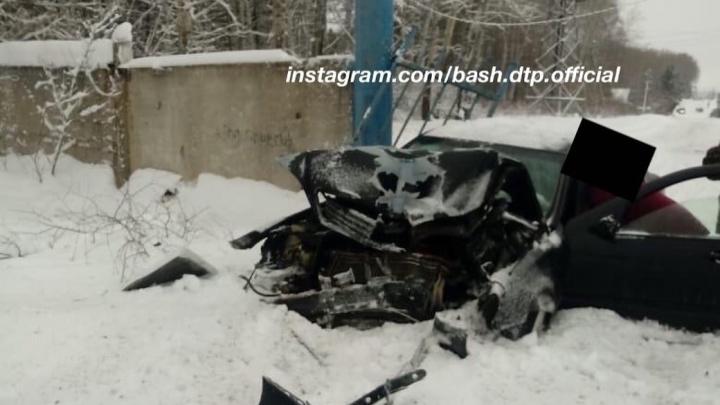 Стали известны подробности аварии, где Mercedes-Benz протаранил ворота кладбища