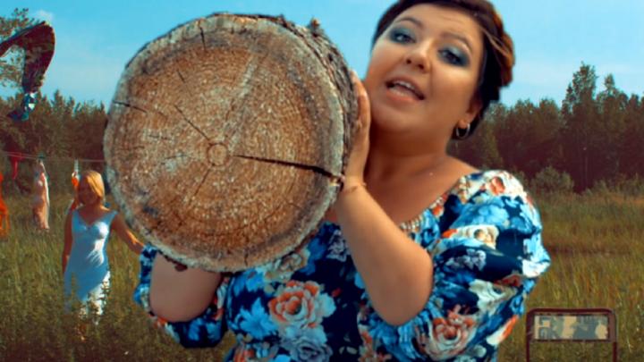«Русская баба — баба магнит»: пермский дуэт «Боня и Кузьмич» за шесть секунд снял клип о женщинах