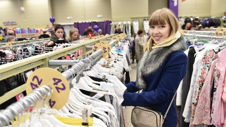 """Репортаж из эпицентра семейного шопинга: как в гипермаркете """"О'КЕЙ"""" открывали универмаг Familia"""