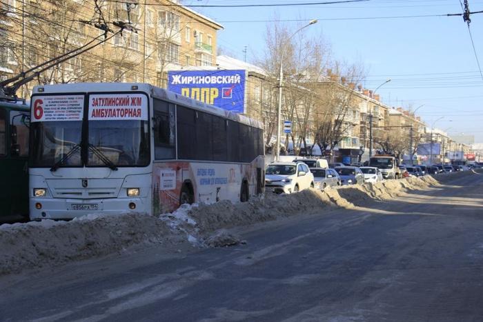 Поломка троллейбуса обернулась большим затором у площади Маркса