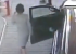 Приключения дамы в шляпке: камеры сняли, как водитель забыла достать шланг и чуть не устроила ДТП