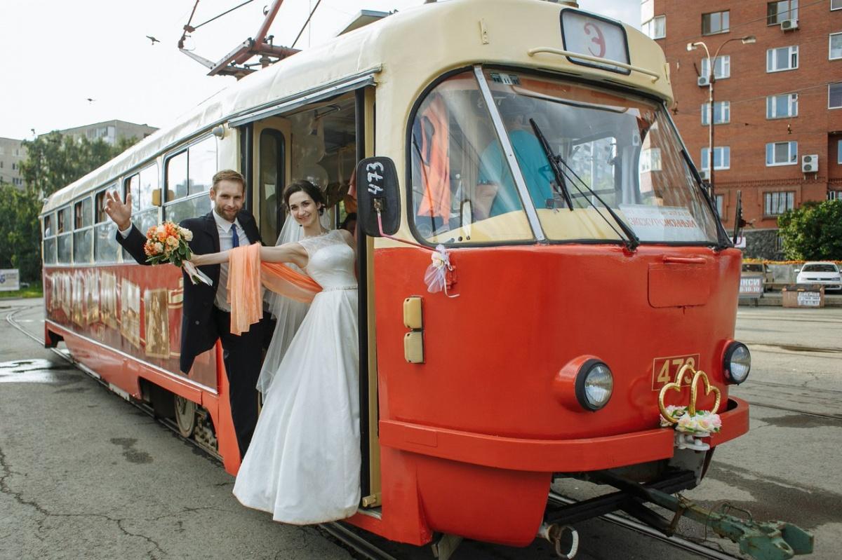 На экскурсионном трамвае ТТУ можно прокатиться и в день свадьбы