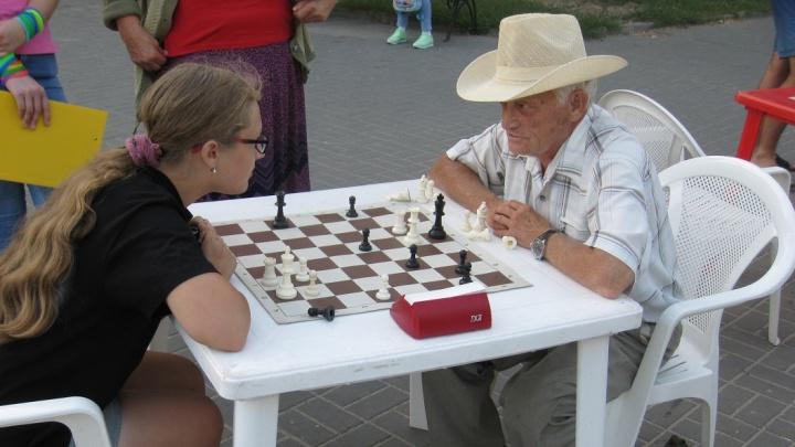Ещё партеечку? Волгоградцев снова зовут в горсад на шахматный турнир