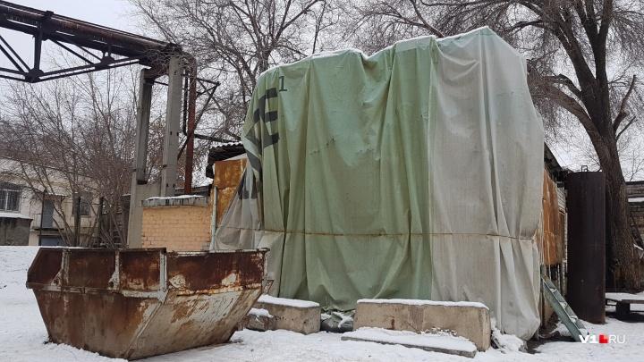 Символ волгоградской журналистики в День печати оказался на задворках у мусорки