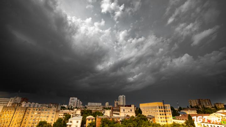 Порывистый ветер и гроза: в Ростове продлили штормовое предупреждение