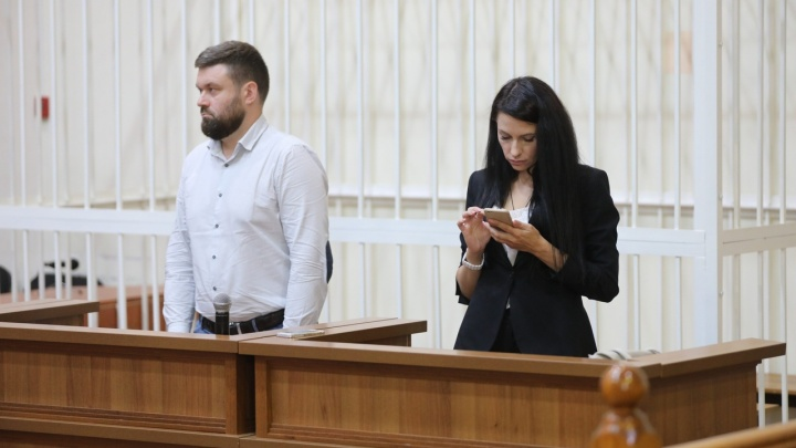 В Волгограде экс-судье дали 5 лет колонии-поселения за смерть двух братьев в ДТП: онлайн-трансляция