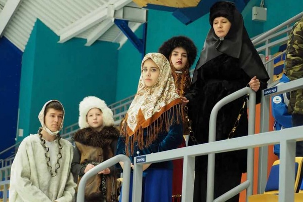 Подростки нарядились в персонажей картин Василия Сурикова