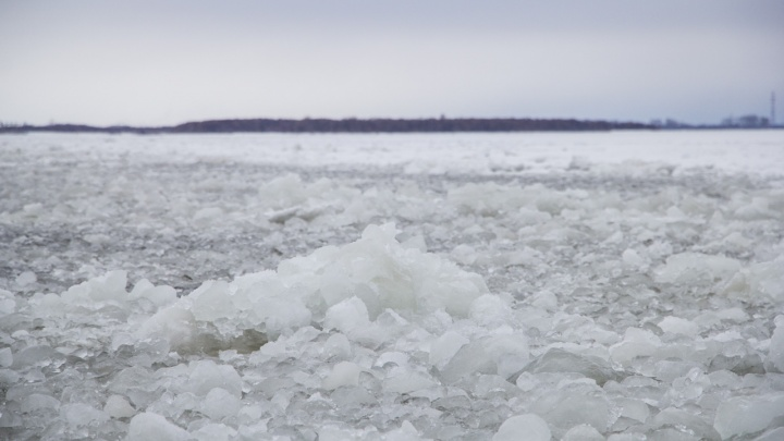«Не справился с управлением»: в Вельском районе автомобилист погиб, провалившись под лёд
