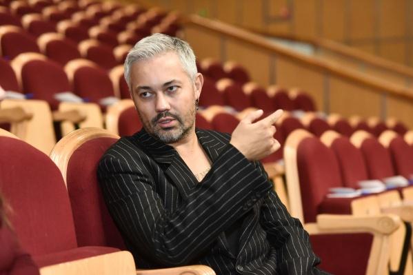 Александр Рогов — стилист, продюсер и ведущий модных шоу на ТВ