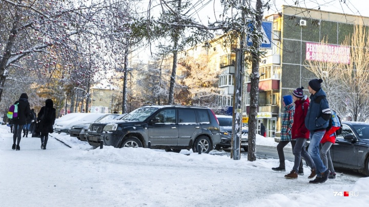 В Челябинске возле торгового комплекса начала орудовать банда автоворов