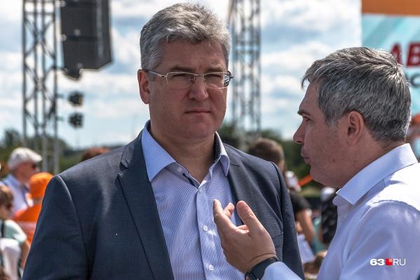 Виктор Кудряшов (в центре) несколько лет работал в мэрии Самары и правительстве области и курировал финансово-экономический блок