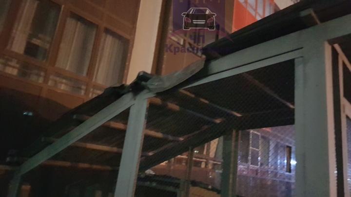 На Вильского мужчина упал с шестого этажа на козырек и выжил