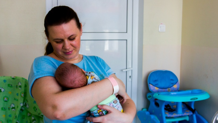 Одна на 100 тысяч детей: врачи спасли 900-граммовую малышку со смертельно опасной болезнью