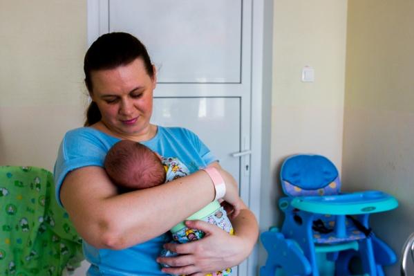 Оксана и её дочь Надежда не были дома почти три месяца — сегодня наконец их выпишут