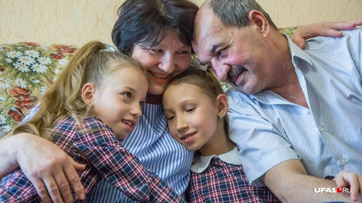 Отказывали себе во всем: история семьи из Салавата, которая растит двух больных приемных детей