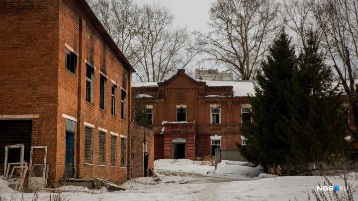 Новосибирские власти заставят Минобороны отреставрировать разрушающиеся дома Военного городка
