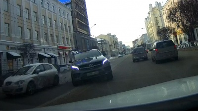 «Виновник ДТП подпрыгнул из-за ямы на дороге»: появилось видео момента массового ДТП на Малышева