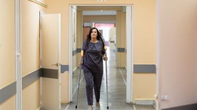 «После родов дали инвалидность»: команда врачей Леонида Полляка вернула челябинке возможность ходить